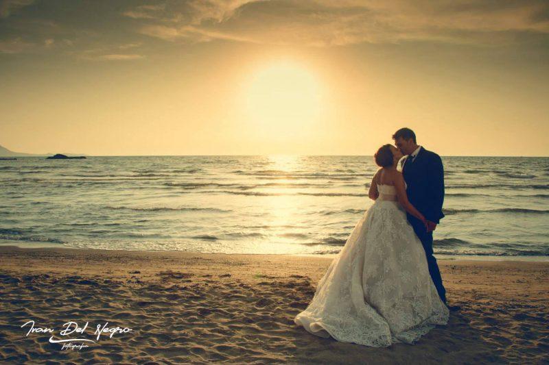 Sposi al tramonto sulla spiaggia, Wedding Foto Ivan Del Negro, Benevento, ivandelnegro.it